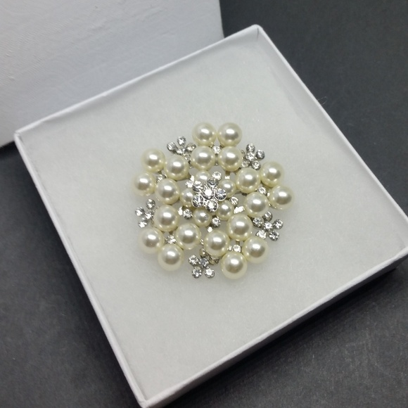 Nwot Large Pearl White Cz Silver Flower Brooch